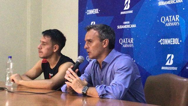 Los hinchas de Colón hicieron que Lavallén detenga su conferencia de prensa