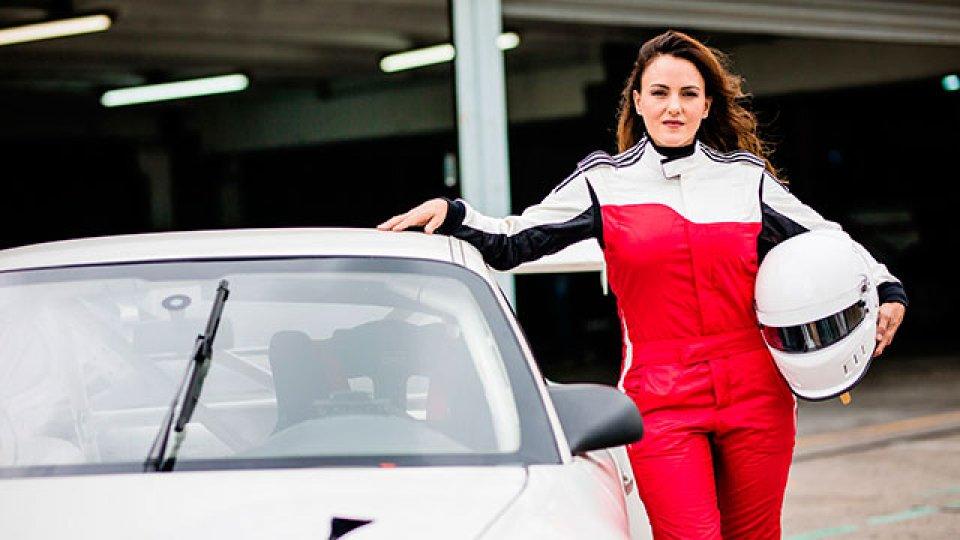 Ianina Zanazzi, la piloto mujer que estará corriendo en el Top Race.