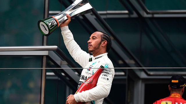 Hamilton ganó la carrera 1.000 de la Fórmula 1 y es líder.