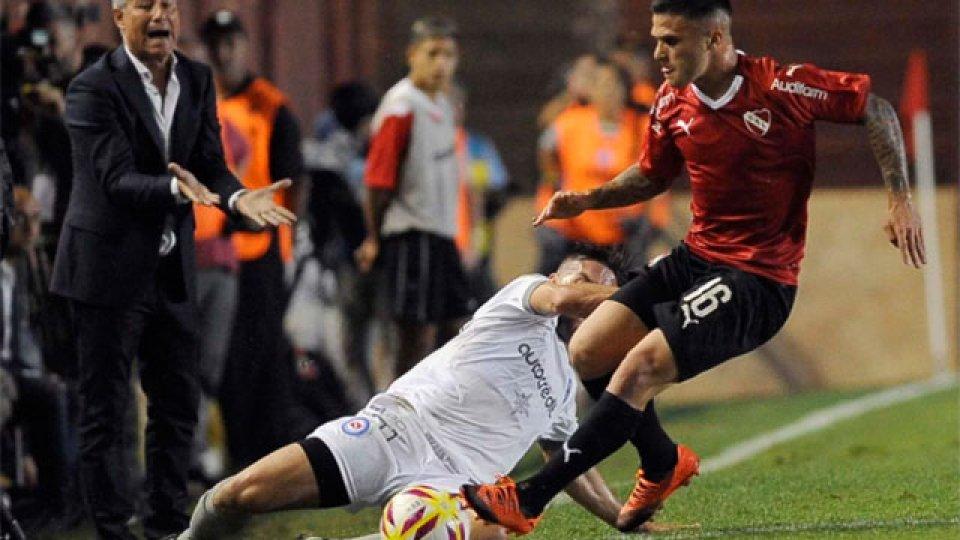 Independiente perdió 3-2 con Argentinos.