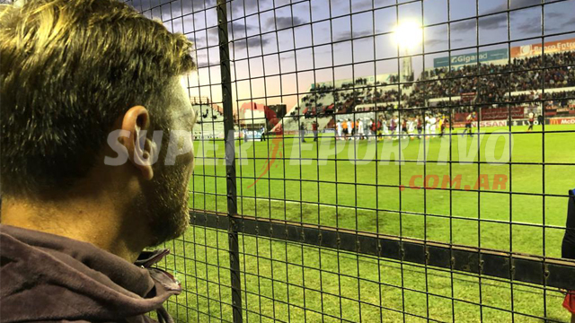 Bértoli ahora es un hincha más del Patrón y vive el partido desde la tribuna.