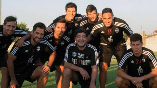 """""""Quiero felicitar a los jugadores y a la dirigencia de Riestra"""", publicó Diego."""