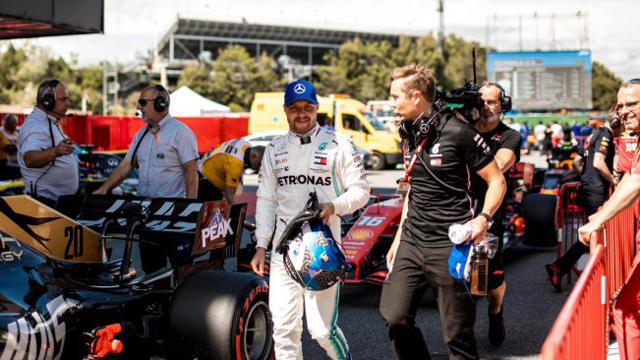 Bottas con Mercedes frenó las mejoras que presentó Ferrari en España.