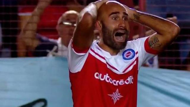 Quintana fue expulsado injustamente y el Bicho reclamará por el defensor.