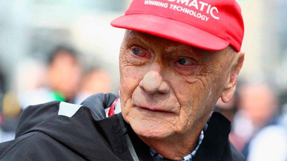 Lauda hizo historia al sobrevivir a fuertes quemaduras luego de un accidente.