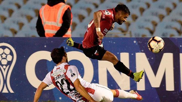 Copa Sudamericana: Colón rescató un empate de su visita a River de Uruguay