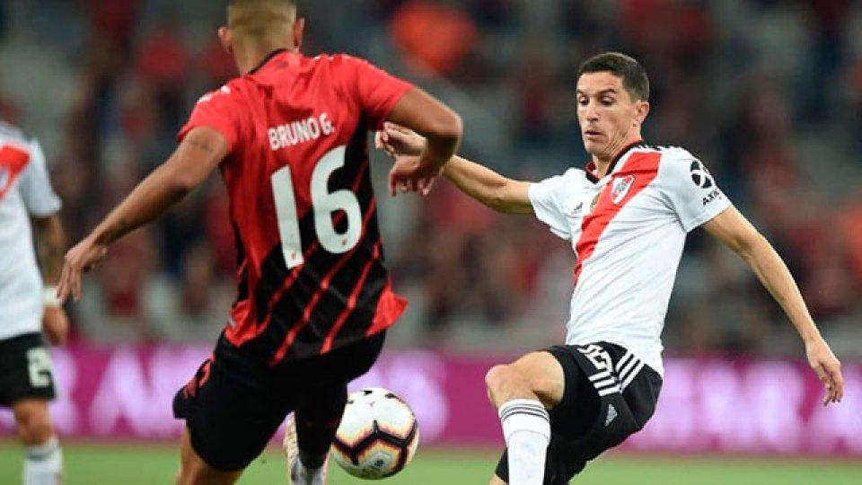 River jugó mal en Brasil, perdió con Paranaense pero la final quedó abierta.