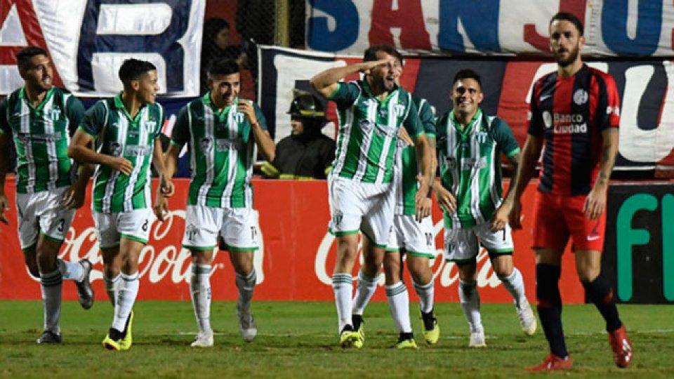 Estudiantes de San Luis dio el golpe y eliminó a San Lorenzo. (Olé)