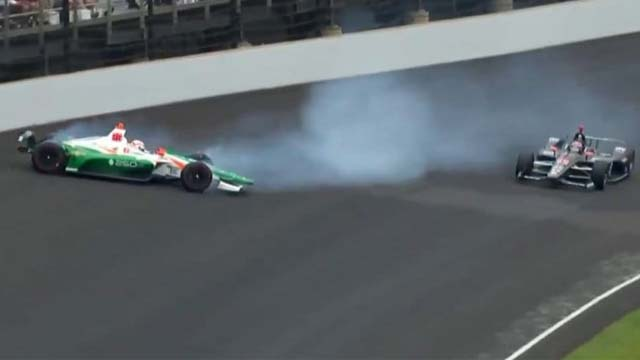 El auto patrocinado por el Millonario chocó en las 500 Millas de Indianápolis.