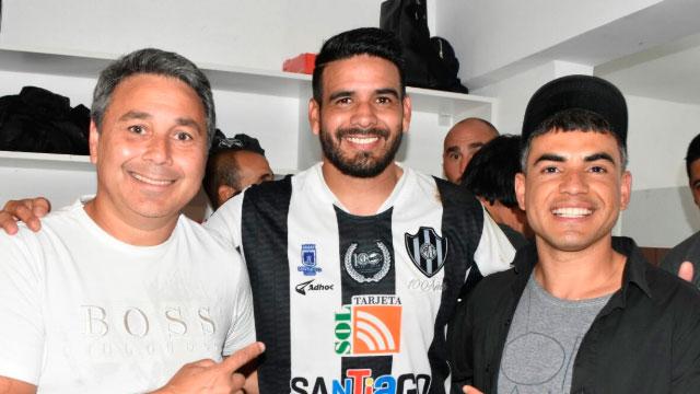 La felicidad de Diego Jara tras el ascenso.