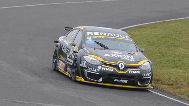 Leonel Pernía con el Renault Fluence se adjudicó el mejor tiempo.