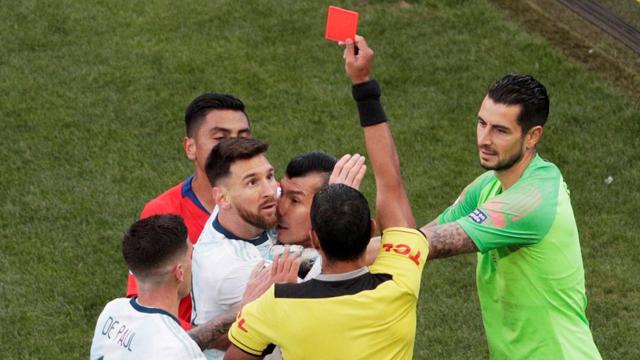 La AFA elabora su estrategia para defender a Messi ante la Conmebol
