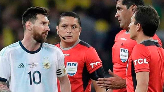 Los árbitros de la Copa América no fueron parados.