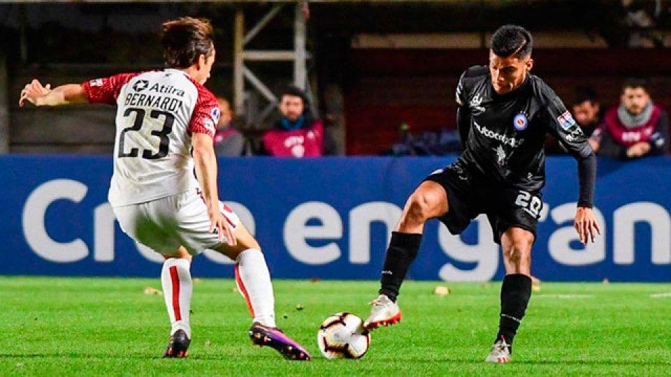 Colón superó a Argentinos por penales.