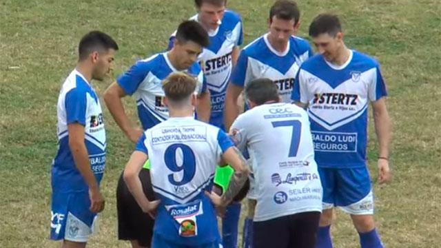 Árbitro recibió un pelotazo en Paraná Campaña y fue asistido.