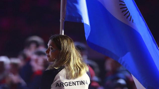 Delfina Pignatiello fue la abanderada en la ceremonia de clausura.