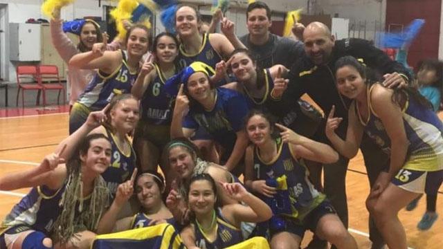 Las chicas de Paracao festejaron en U15.
