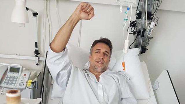 Gabriel Batistuta se operó el tobillo y se mostró feliz en las redes
