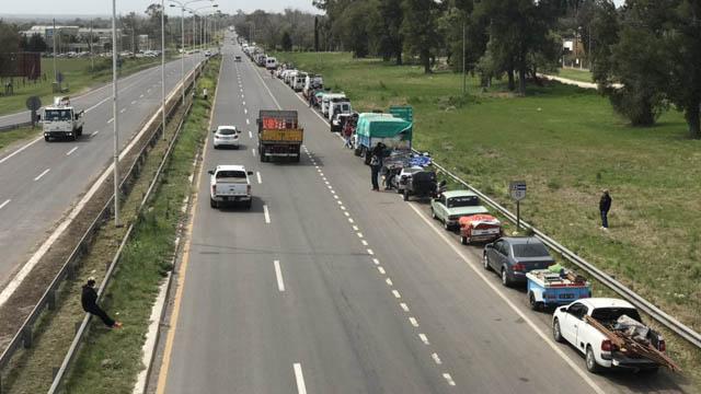 Video: Más de cinco kilómetros de cola para ingresar al Autódromo de Paraná