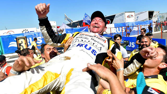 TC: La emotiva despedida del Gurí Martínez ante un desbordante Autódromo de Paraná