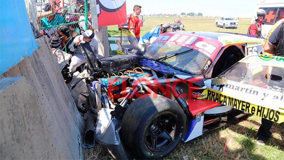 El auto de Todino tras el violento golpe contra el muro.