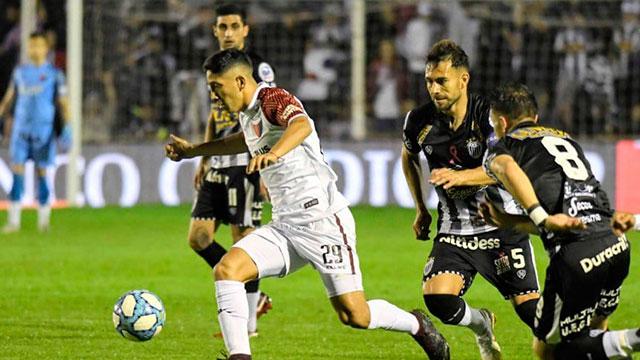 Estudiantes de Buenos Aires eliminó a Colón por penales y es semifinalista.