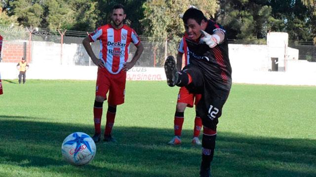Emotiva historia: Tiene síndrome de down, debutó, metió un gol y atajó un penal