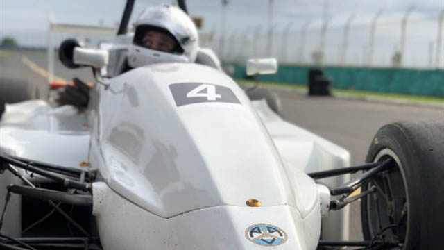 Matías Jusid se subió a un Fórmula Metropolitana.