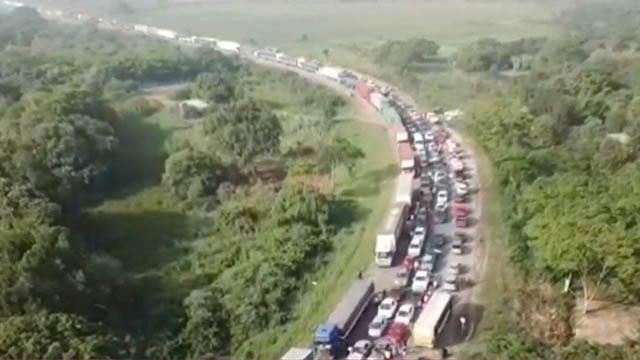 Miles de hinchas de Colón de Santa Fe colapsaron la ruta 11.