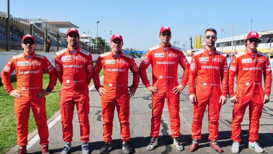 El equipo Fiat va por la victoria en la carrera especial.
