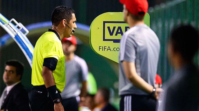 Conmebol cambió al encargado del VAR para la final entre River y Flamengo.