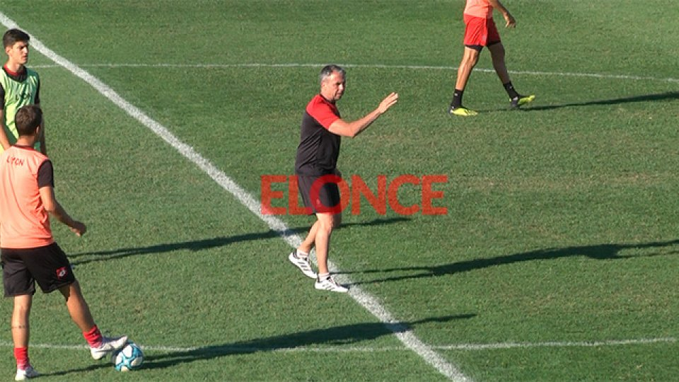Álvarez ya se puso al frente del plantel del Negro.