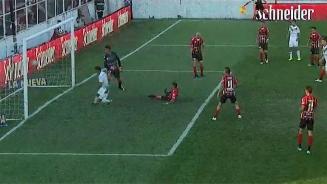 Vélez supera a Patronato y queda a un punto de los líderes