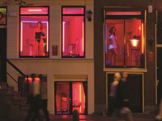 prostitutas en amsterdam sinonimos de prostibulo