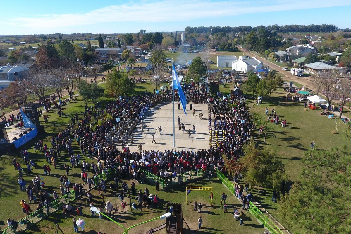 Con la presencia del ministro Frigerio, Pueblo Belgrano celebra el Día de la Bandera