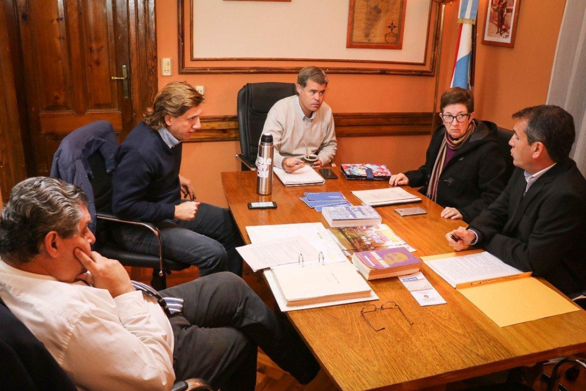 Reunión en Cancillería: Piaggio y la Asamblea plantearon dudas ante la posible instalación de una nueva pastera