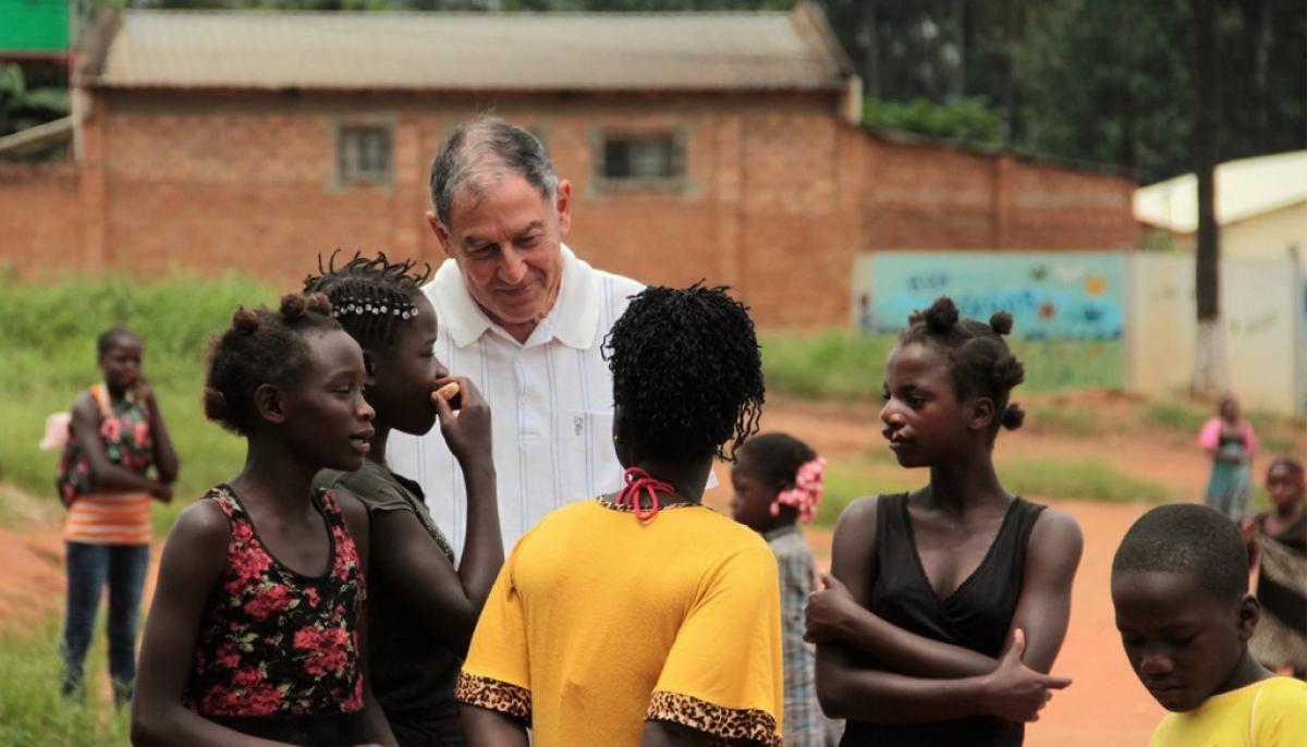 Andrés Randisi el entrerriano que lucha desde hace 30 años contra la miseria y la violencia en Angola