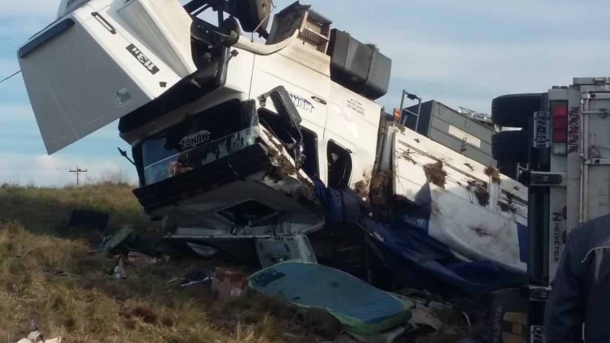 Vuelca un camión en Ruta 14, cerca de Gualeguaychú
