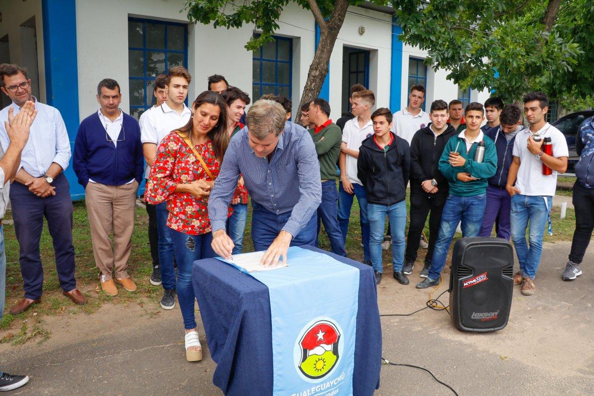 Parque Solar: Piaggio firma el convenio para su realización en la Planta potabilizadora de Agua